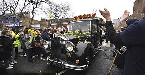 Jade Goody's funeral: Thousands line London streets to pay