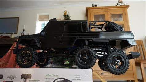 Mercedes 6X6 G Wagon Scale Crawler tackles stairway (Axial